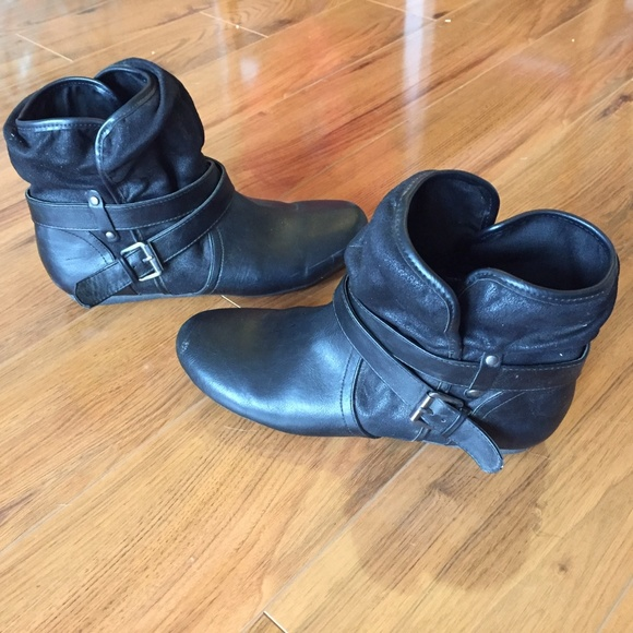 Report Shoes - Report Black Edolo Silver Buckle Ankle Boots - 8.5